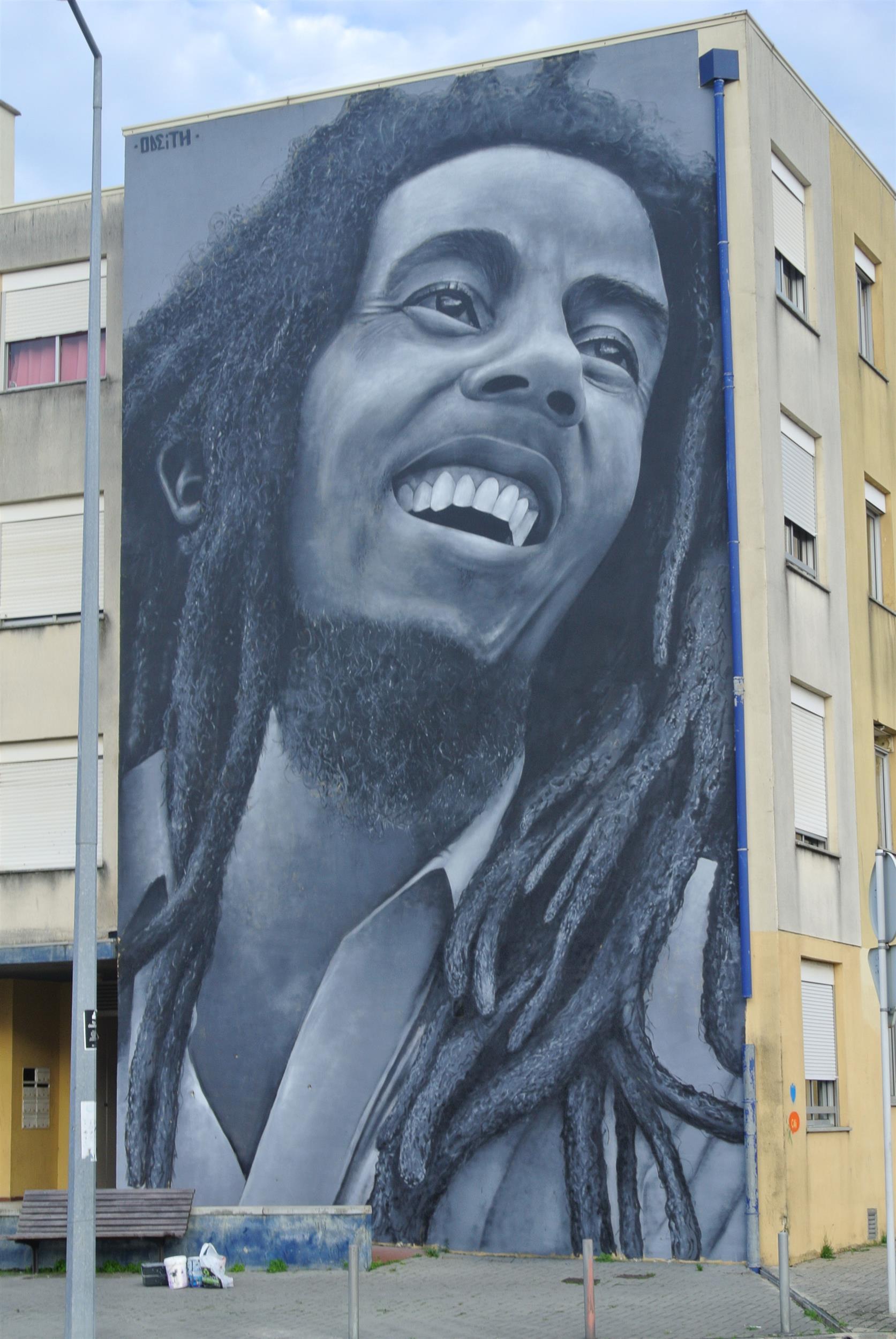 TILSITT GALLERY ODEITH Bob Marley Tribute street art Mural - O bairro e o mundo - Loures (1)